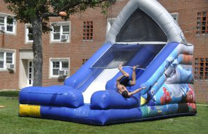 New William Woods University students enjoy some fun in the sun during the 2014 orientation.