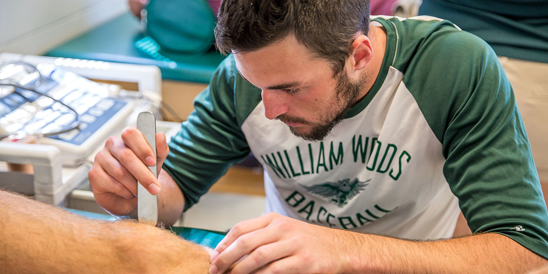 Student wrapping a knee