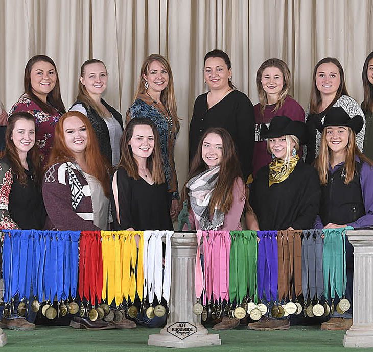 Picture of everyone who showed with WWU at Color Breed Congress
